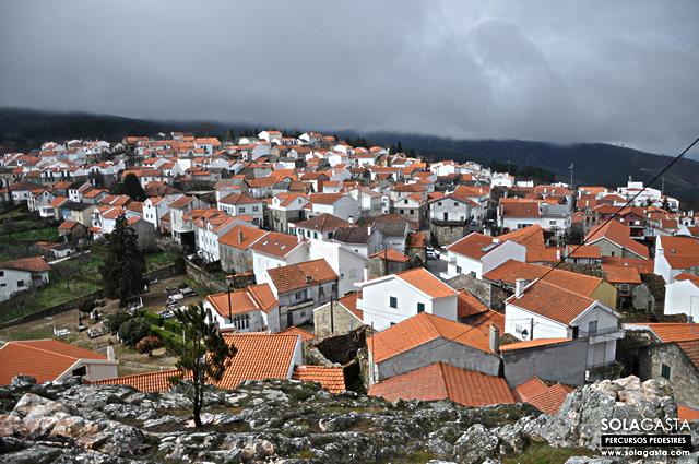 Pelas ruas de Folgosinho até ao Castelo (Gouveia)