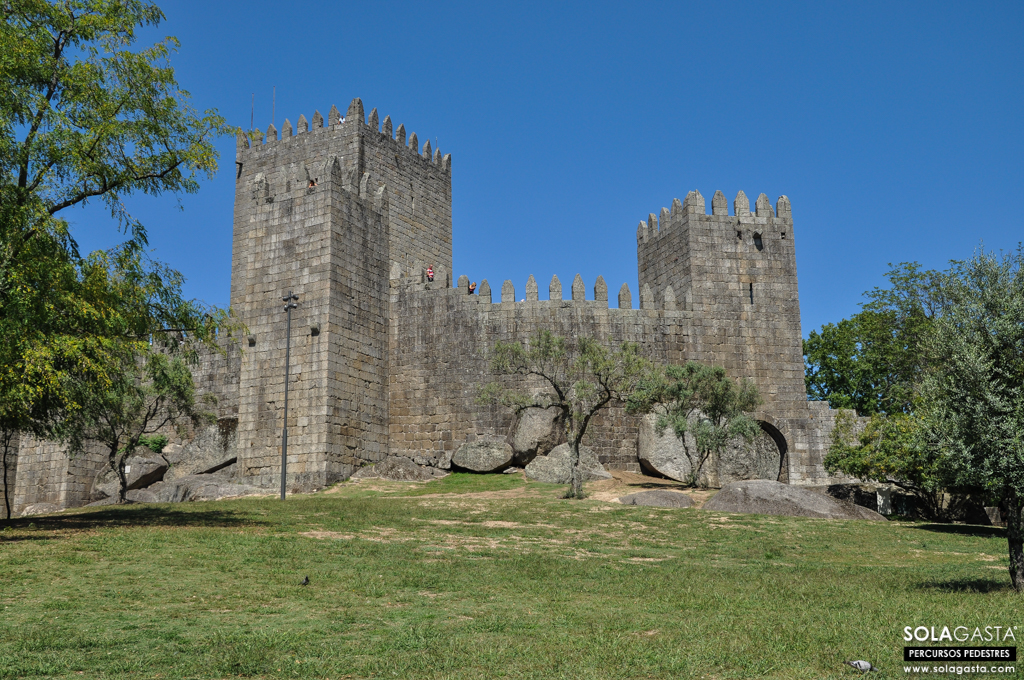 Hiking in Guimarães Historical Center (Guimarães)