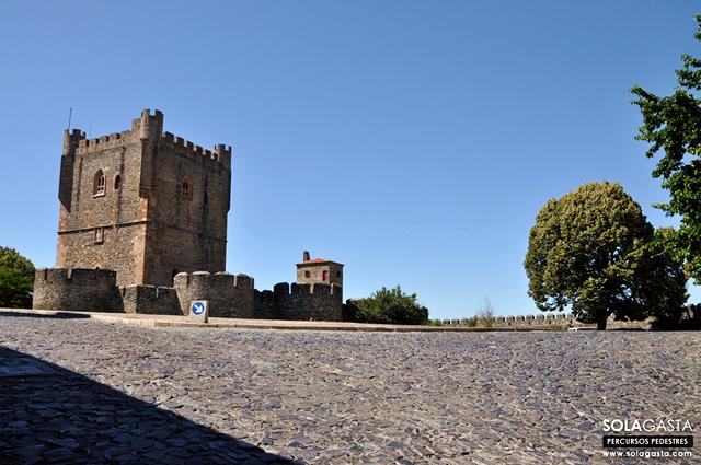 Subindo até ao Centro Histórico e Castelo de Bragança (Bragança)