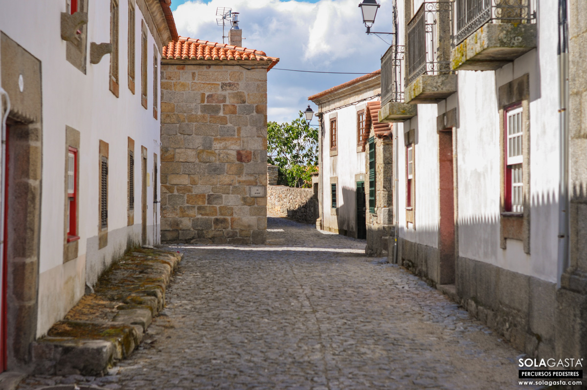 Caminhada na Aldeia de Castelo Bom (Almeida)